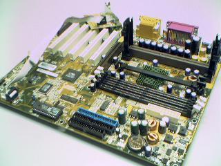 Płyta główna z gniazdem procesora Slot A